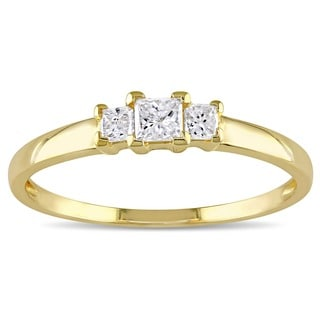 Miadora 10k Yellow Gold 1/4ct TDW Princess Diamond Traditional 3-stone Ring (H-I, I2-I3)