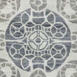 Handmade Chatham Treasures Silver New Zealand Wool Rug (2'3 x 9')