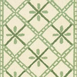 Hand-hooked Diamonds Ivory/ Light Green Wool Rug (2'6 x 10')