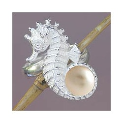 Sterling Silver 'Sea Horse Treasure' Pearl Ring (7.5-8 mm) (Indonesia)