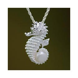Silver 'Sea Horse Treasure' Pearl Necklace (10 mm) (Indonesia)