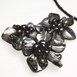 Flourishing Daisies Black Mother of Pearl Choker (Thailand)
