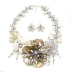 Fashionable Mother of Pearl Floral Attention Jewelry Set (Thailand)