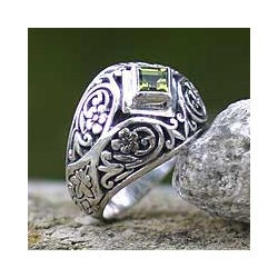 Sterling Silver 'Bali Treasure' Peridot Dome Ring (Indonesia)