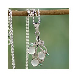 Sterling Silver 'Magical Moon' Moonstone and Emerald Necklace (India)