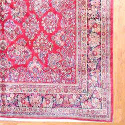 1920s Antique Persian Hand-knotted Sarouk Red/ Navy Wool Rug (10' x 19'6)