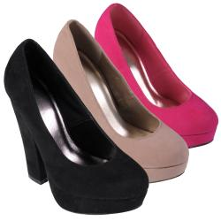 Journee Collection Women's 'Robin-08' Round Toe Platform Pump