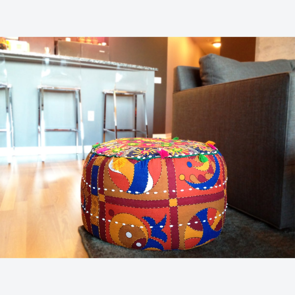 Traditional Mandara Indian 21-inch Pouf (0)