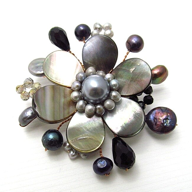 Cute Mother of Pearl-Freshwater Black Pearl Floral Ray Pin (Thailand)