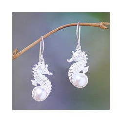 Sterling Silver 'Sea Horse Treasure' Pearl Earrings (8 mm) (Indonesia)