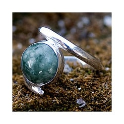 Sterling Silver 'Verdant Embrace' Jade Ring (Guatemala)
