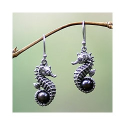 Sterling Silver 'Sea Horse Legend' Pearl Earrings (6.5 mm) (Indonesia)
