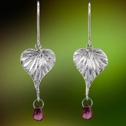 'Bo Pata' Sterling Silver and Rhodolite Garnet Briolette Dangle Earrings (Sri Lanka)