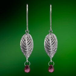 'Kehel Kola' Sterling Silver and Rhodolite Garnet Briolette Dangle Earrings (Sri Lanka)