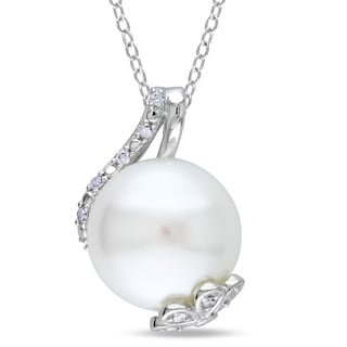 Miadora Sterling Silver Freshwater Pearl and 1/10ct TDW Diamond Pendant (H-I, I3)