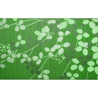 White Swan Green Recycled Indoor/ Outdoor Mat (4' x 6')