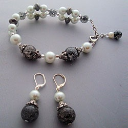 Elegant Black and White Bracelet and Earring Set