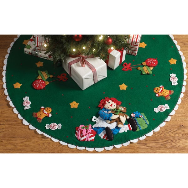 "Raggedy Ann Christmas Morning Tree Skirt Felt Applique Kit-42"" Round"