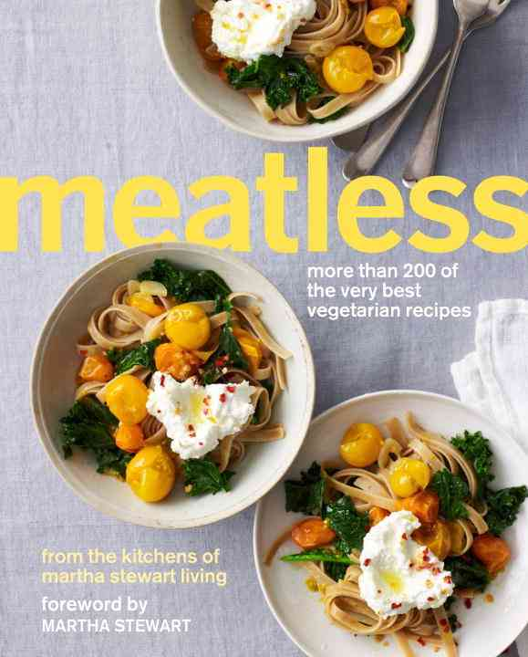 Meatless: More Than 200 of the very best vegetarian recipes from the kitchens of Martha Stewart Living (Paperback)