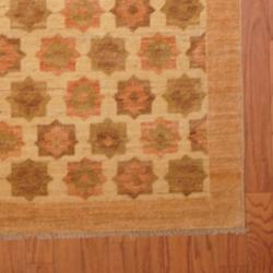 Afghan Hand-knotted Vegetable Dye Ivory/ Peach Wool Rug (4' x 5'8)