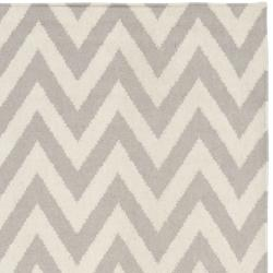 Safavieh Hand-woven Moroccan Dhurrie Chevron Grey/ Ivory Wool Rug (6' x 9')