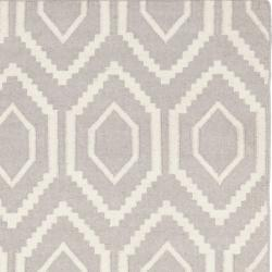 Safavieh Moroccan Reversible Dhurrie Grey/Ivory Wool Floor Rug (6' x 9')