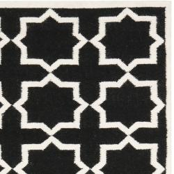 Moroccan Dhurrie Black/Ivory Cross-Patterned Wool Rug (8' x 10')