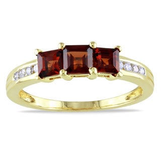 Miadora 10k Yellow Gold Garnet and 1/10ct TDW Diamond Ring (H-I, I2-I3)