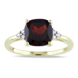 Miadora 10k Yellow Gold Garnet and Diamond Accent Ring (H-I, I2-I3)