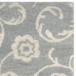 Safavieh Handmade Rose Scrolls Gray New Zealand Wool Runner Rug (2'6