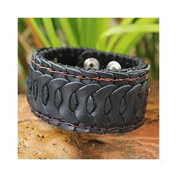 Men's Handcrafted Leather 'Waves' Bracelet (Thailand)