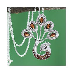 Sterling Silver 'Joy of India' Garnet Necklace (India)