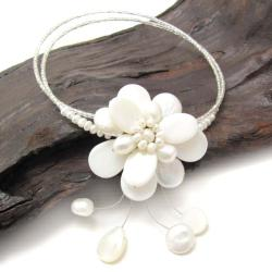 Floral Ray White Mother of Pearl/ Pearl Necklace (Thailand)