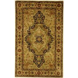 Handmade Persian Legend Soft Green/ Ivory Wool Rug (5' x 8')