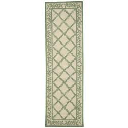 Hand-hooked Trellis Ivory/ Light Green Wool Rug (2'6 x 6')