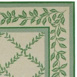 Hand-hooked Trellis Ivory/ Light Green Wool Rug (6' x 9')