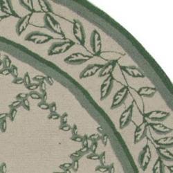 Safavieh Hand-hooked Trellis Ivory/ Light Green Wool Rug (4' Round)