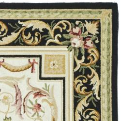 Hand-hooked Aubusson Ivory/ Black Wool Rug (6' x 9')