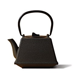 Old Dutch Matte Black Cast Iron 'Kobe' Teapot