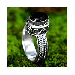 Sterling Silver 'Snail Mail' Onyx Ring (Indonesia)