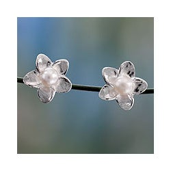 Sterling Silver 'White Jasmine' Pearl Earrings (4 mm) (India)