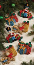 Under The Tree Ornaments Felt Applique Kit-4-1/2