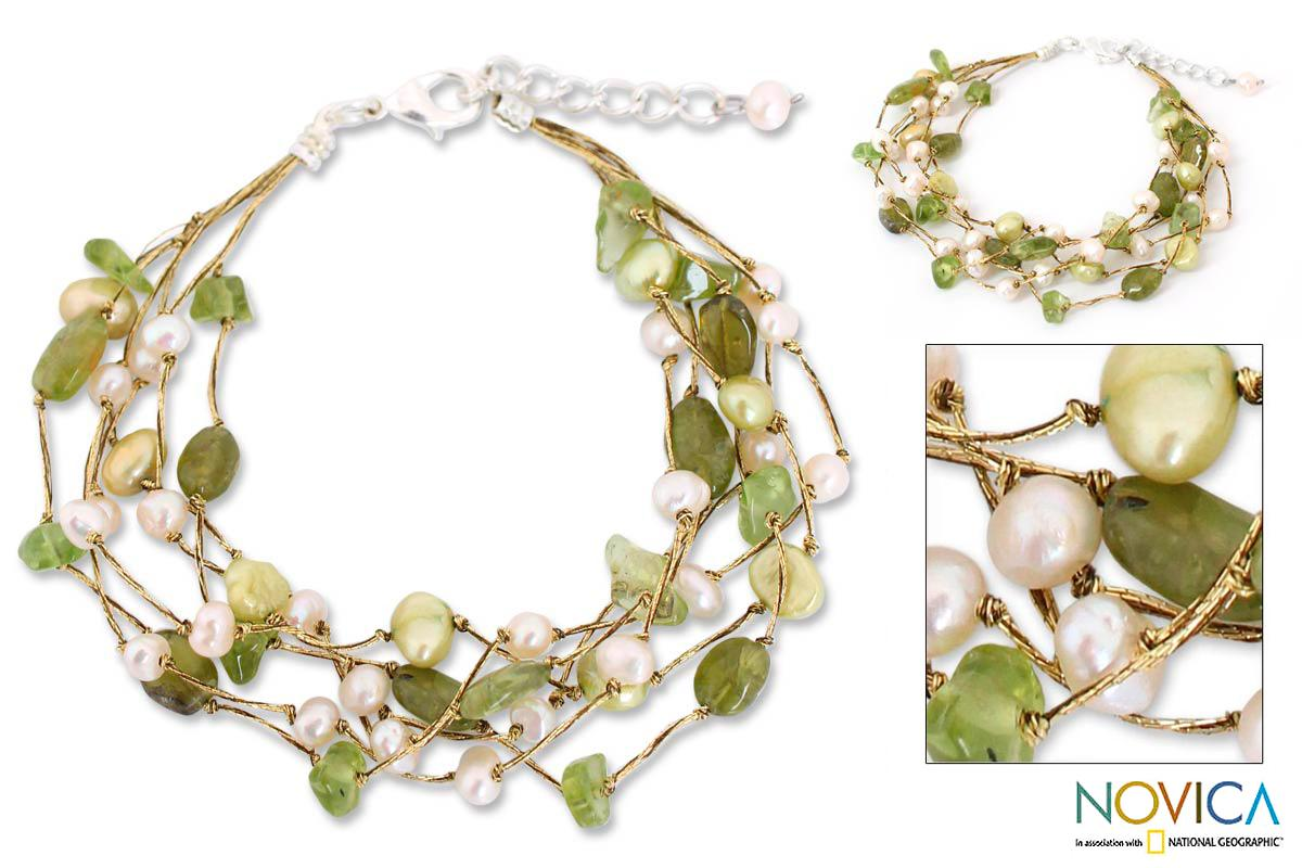 Handcrafted Sterling Silver Peridot and Pearl Cloud Forest Beaded Style Bracelet (4-7 mm) (Thailand)