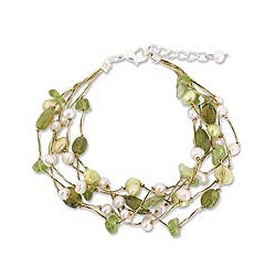 Peridot and Pearl 'Cloud Forest' Bracelet (4-7 mm) (Thailand)