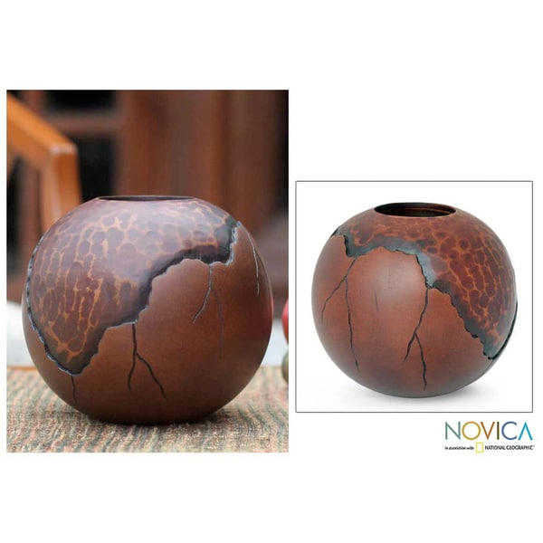 Handcrafted Mango Wood 'Prehistory' Vase (Thailand)