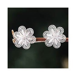 Silver Handcrafted 'Andean Daisies' Filigree Earrings (Peru)