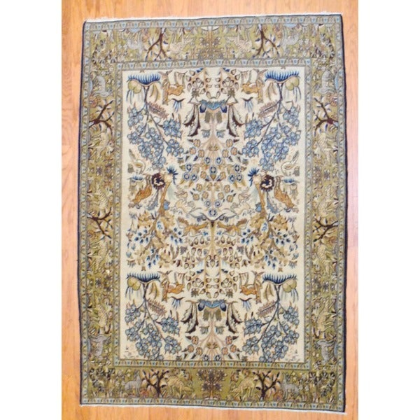 Persian Hand-knotted Isfahan Ivory/ Light Green Wool Rug (4'7 x 6'8)