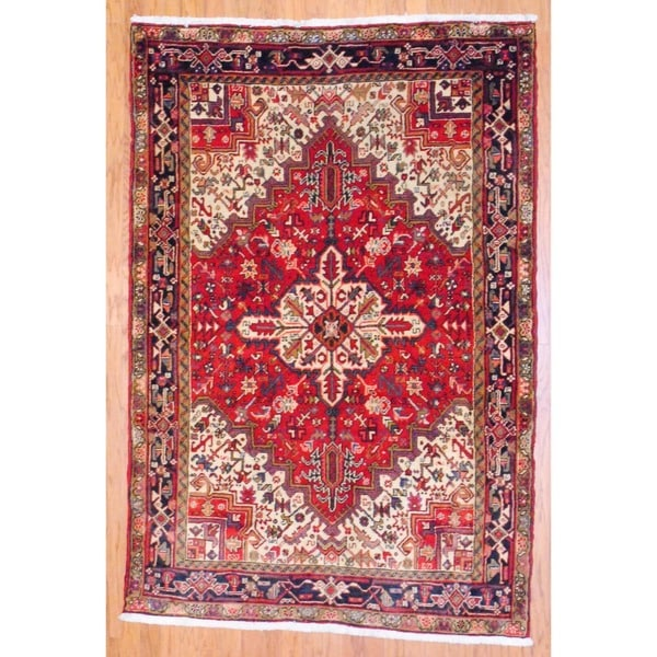 Persian Hand-knotted Heriz Red/ Dark Blue Wool Rug (5' x 7'4)