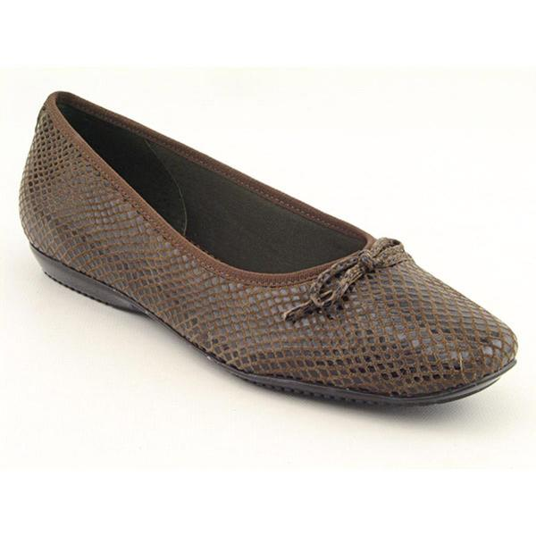 Trotters Women's 'Carlee' Animal Print Casual Shoes Narrow (Size 6)