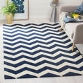 Handmade Chevron Dark Blue/ Ivory Wool Rug (4' x 6')